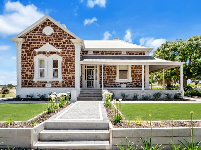'Mattschoss House c1890' - Barossa comfort & style