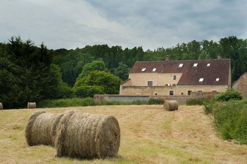 Le cheval Blanc, zrekonstruovaná farma 6/8 osob