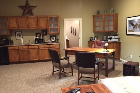 Guest Apartment in Kearney, Missouri - Kearney