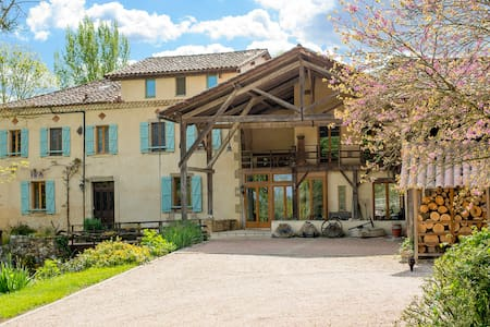 ChezLeMoulin Bed and breakfast Verger & Ruisseau - Samouillan - Bed & Breakfast