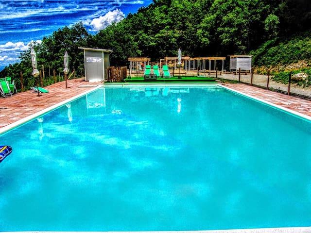 Villa Marianna:APT D, 7 mls/Spoleto - Bazzano Superiore - Huoneisto