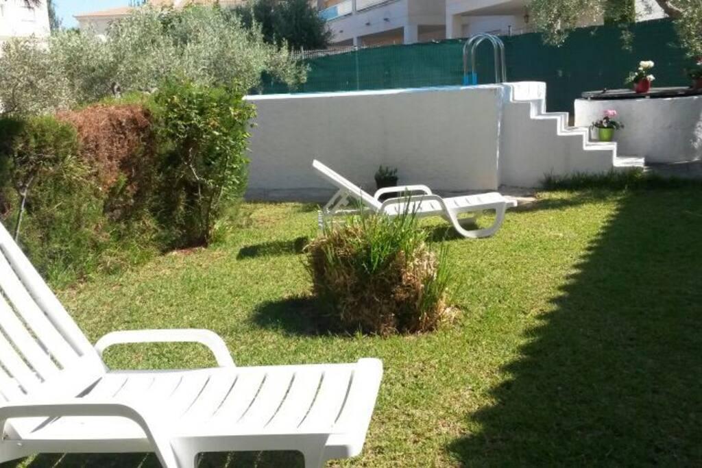 """Jardin y """"piscina"""""""