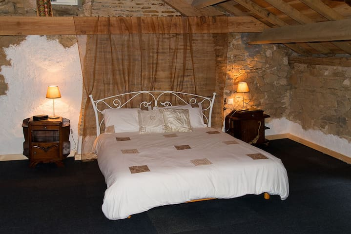 Chambres d'hôtes met zwembad - Thiat - Bed & Breakfast