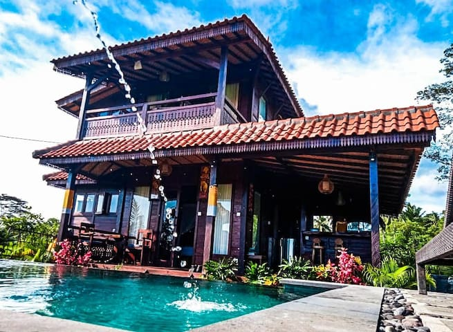 2 bedroom wooden villa. pool and ricefields view