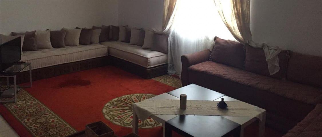 Joli appartement et son jardin à Hay Riad