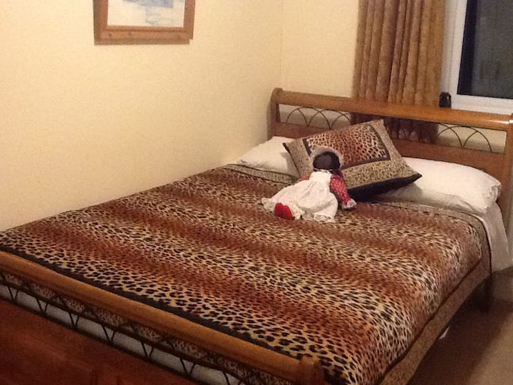 Lovely Compact Double Room, Own Bathroom, Windsor