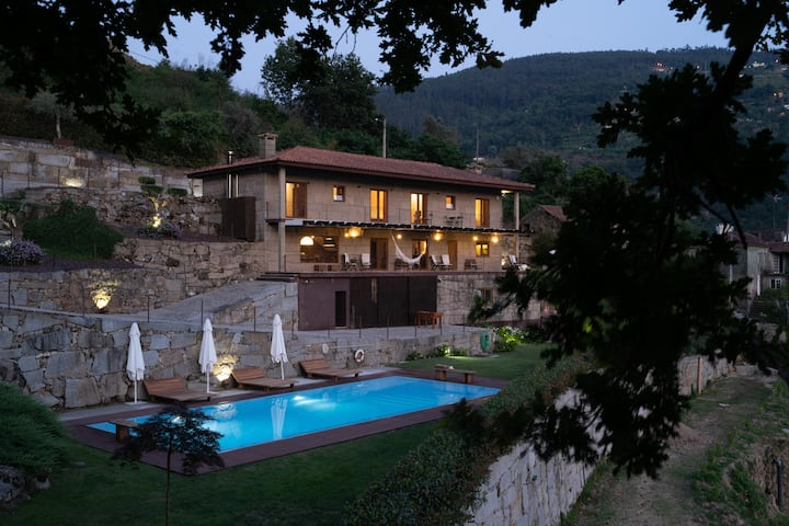Casa do Rio nas margens Douro com Piscina e Barco