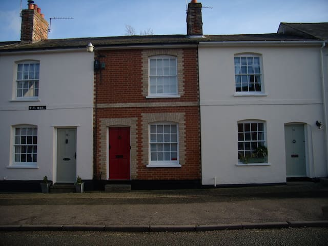 Terraced Period 2 bedroom cottage - Lavenham - Ev