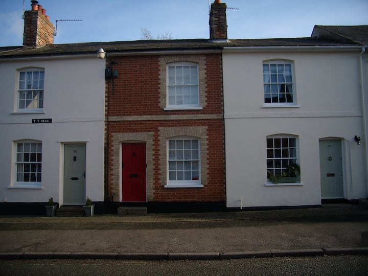 Terraced Period 2 bedroom cottage