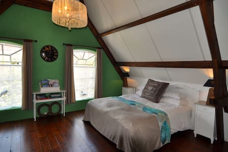 Cosy &comfortable room in old forge - Ooltgensplaat
