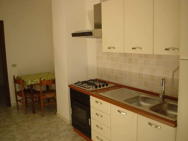 Appartamento con cucina in centro - Telese Terme - Huoneisto