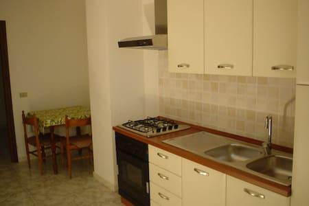 Appartamento con cucina in centro - Telese Terme - อพาร์ทเมนท์