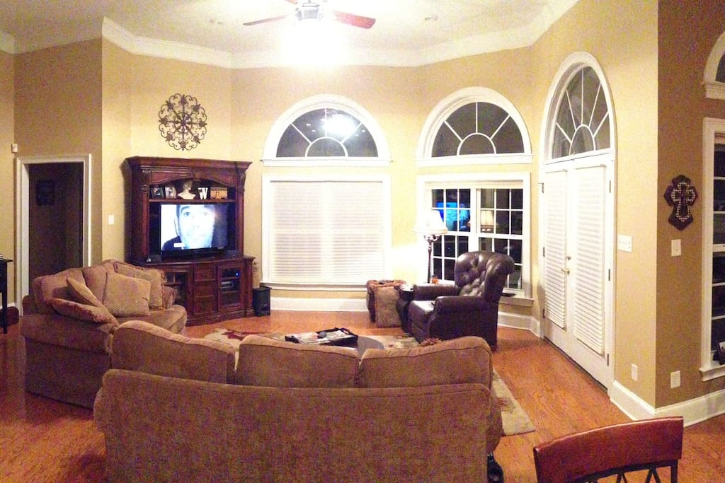 Large sitting area w/ 55 in TV to watch the Master's highlights