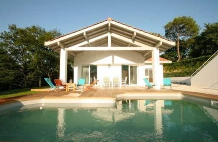 villa piscine côte basque sur golf,4 chambres 4sdb