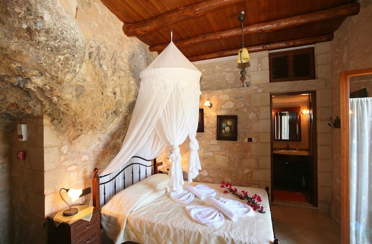 Luxurious stone villa in Crete - Chania - Huvila