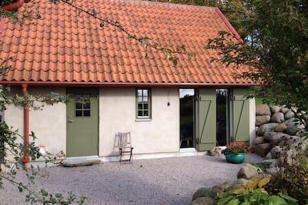 Nybyggt gårdshus i gammal stil - Tomelilla - บ้าน