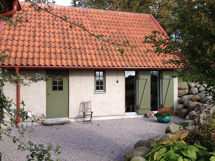 Nybyggt gårdshus i gammal stil