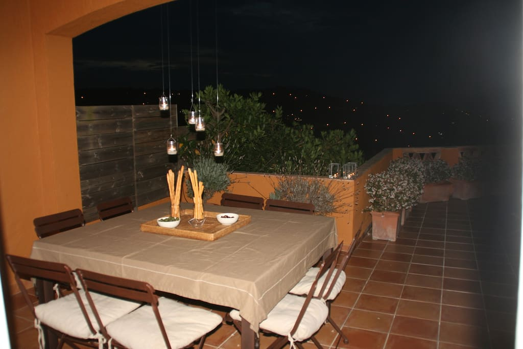 Big front terrace with Medas views an a complete table for 8.