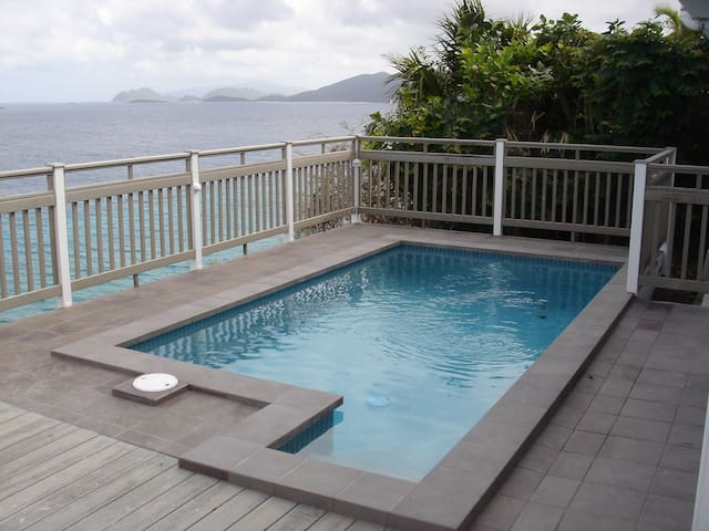 On the water, private pool & spa! Stupendous view - East End - Villa