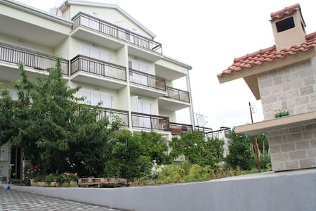 Nice 2 apt near Split+car park+WiFi - Kaštel Stafilic - Villa
