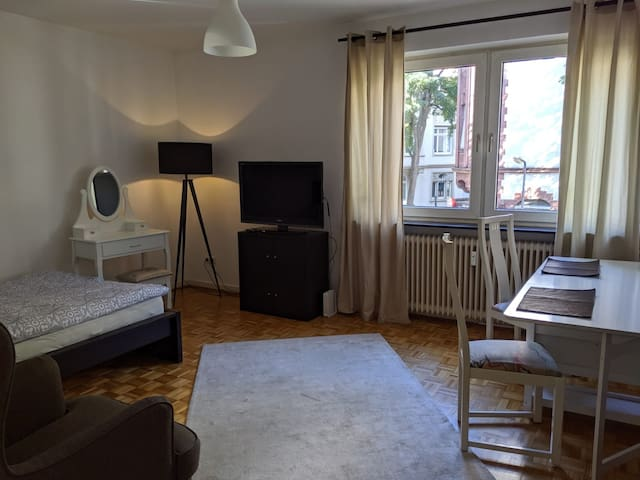 TOP LOCATION in noble Westend   1km to city centre
