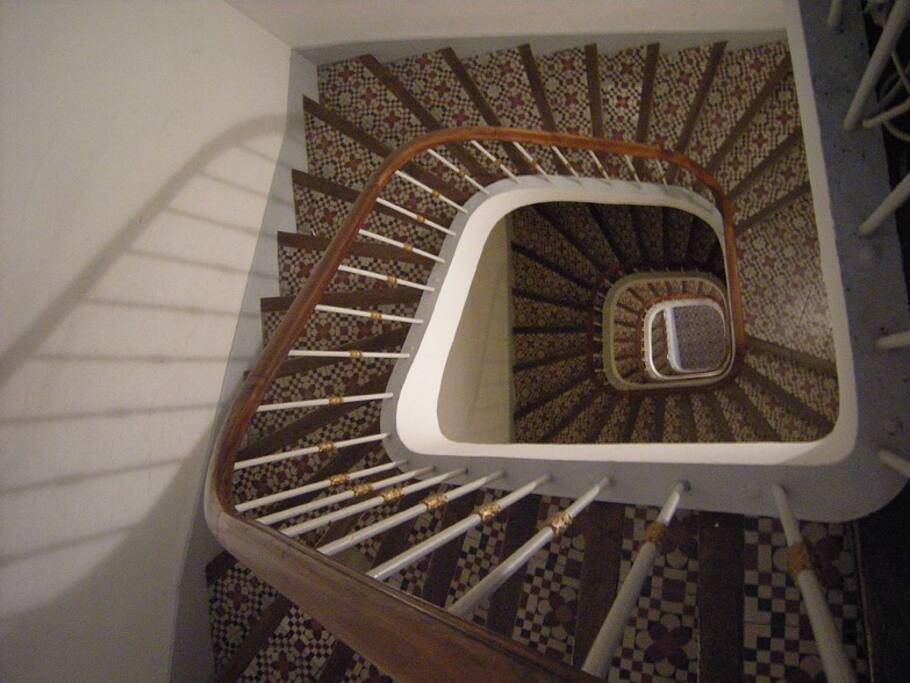 la cage d'escalier art nouveau !!