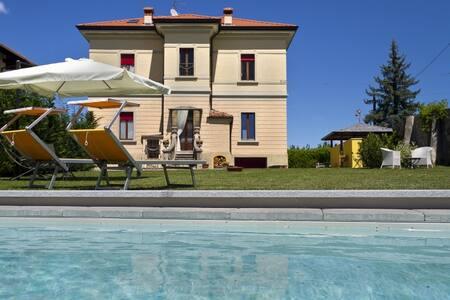 Colourful villa with private pool! - Soriso