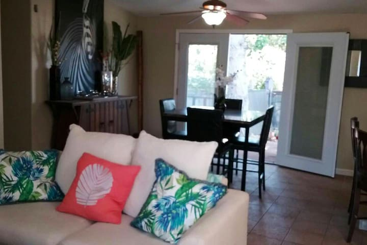 Creekside Tropical Retreat  Great for 6-8 guests