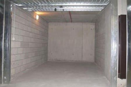 garage per deposito o altro  - Tent