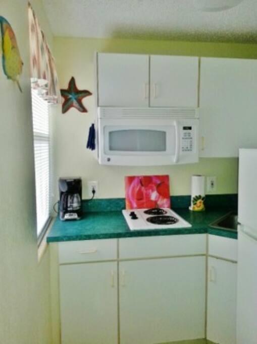 Kitchenette w/coffee maker