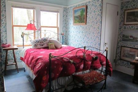 West Hill Manor Blue room - Santa Rosa