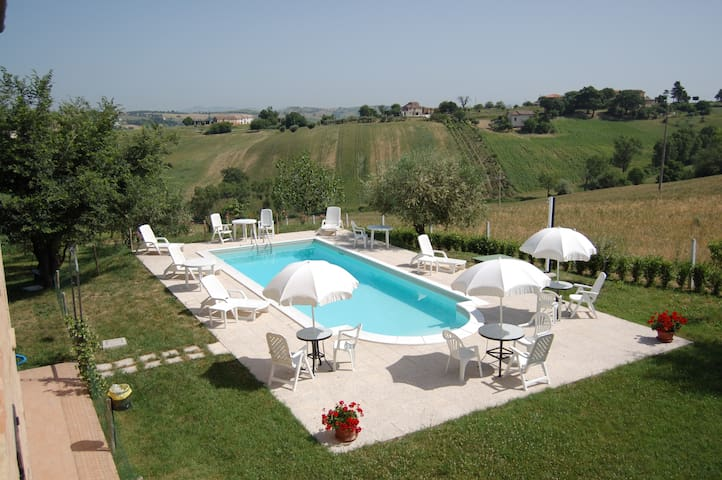 country house di 5 appartamenti con piscina
