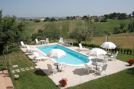 country house di 5 appartamenti con piscina - Wohnung