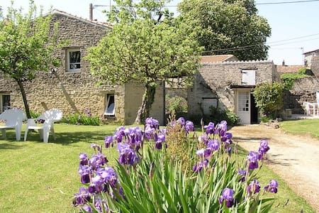 Beautiful stone built cottages - Villemorin