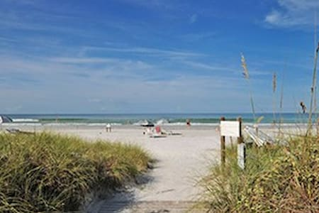 Steps from Siesta Key beach! - Siesta Key - Huoneisto