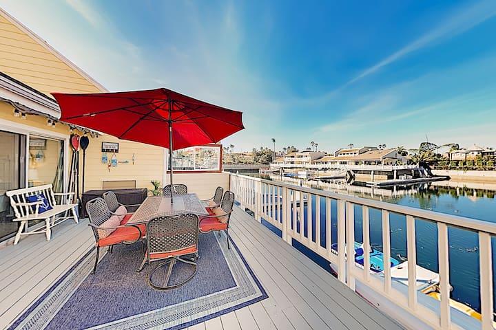 Waterfront Dream w/ Dock, Kayaks & Fireplace