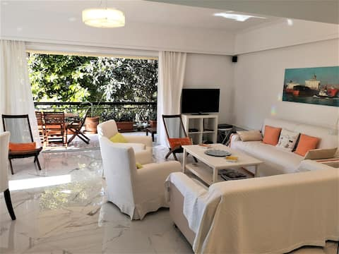 Near the sea cozy 3 bedroom apartment in Varkiza