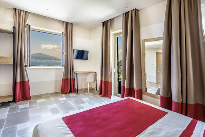Double Room in panoramic hotel near Sorrento