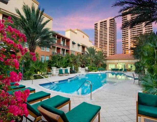 West Palm Beach Paradise - Downtown