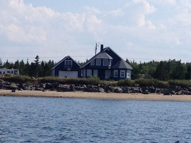 Chalet au bord de la mer/Cottage by the sea