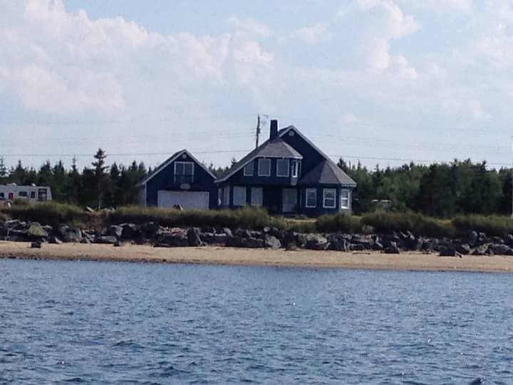 Chalet au bord de la mer/Cottage by the sea