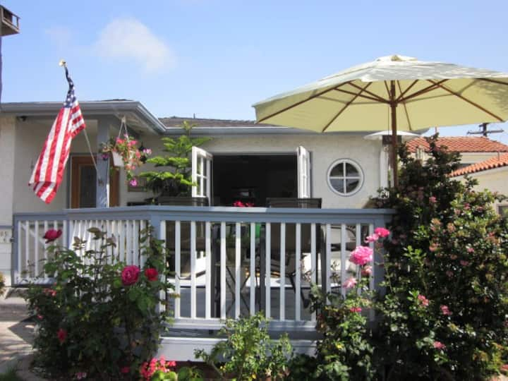 Hip Beach House - Perfect sanitized Location!