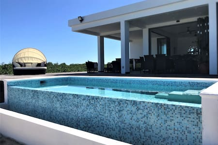 Beautiful whole House lagoon front