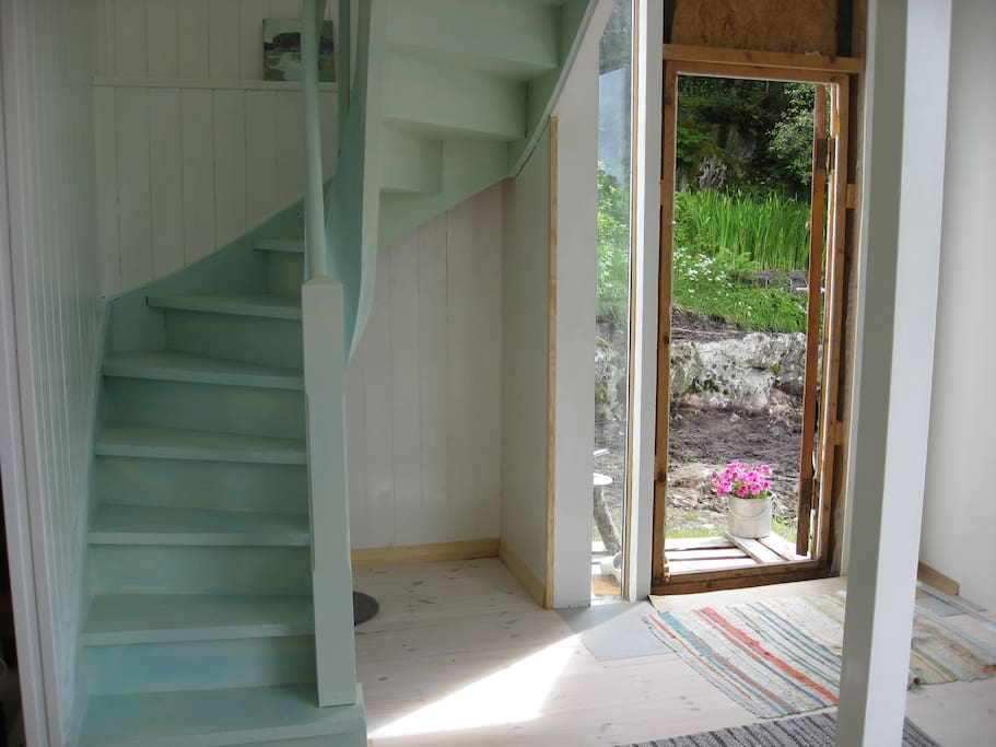 the stairs to a sleepingroom - the door to the garden