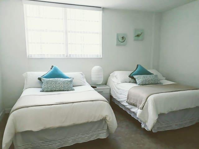 Dormitorio: 2 camas Full