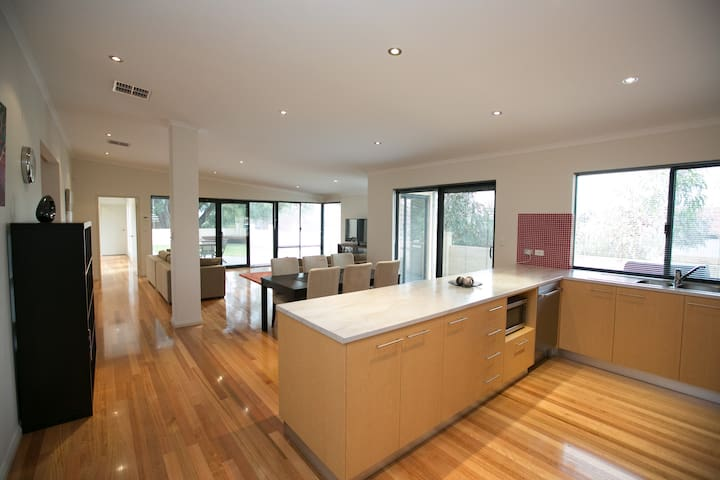 Four Seasons House - Large 4 bed nr Fremantle - Willagee - Ev