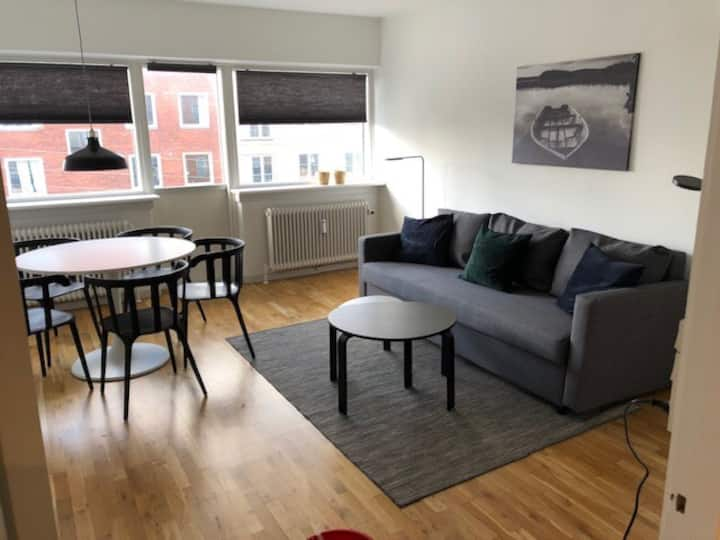 sh325,2 bedroom apartment in suburb to cph