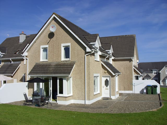 Kilkee Holiday Home 3 bed, sleeps 5 - Kilkee - Rumah