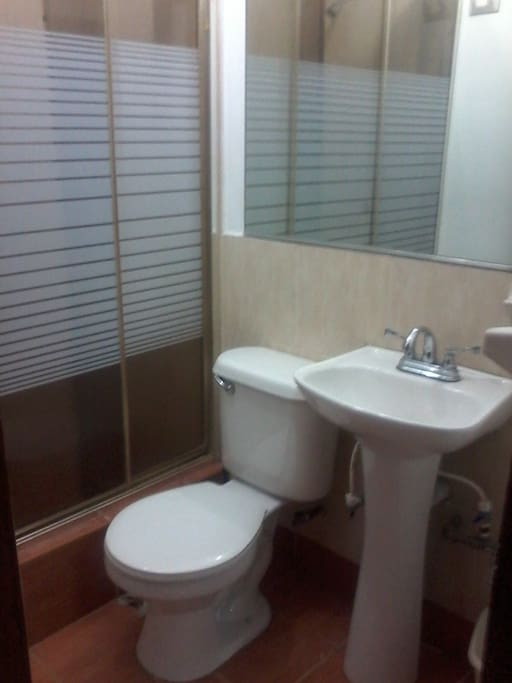 Baño WC. Lavabo vista 1