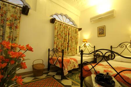 Twin Bed room in 200 Yrs Old Haveli (Old City) - Jodhpur
